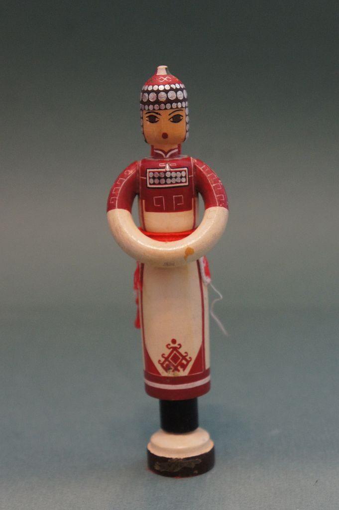 Сувенир-фигура ручной работы женская в чувашском национальном костюме. Представлена вположении стоя.