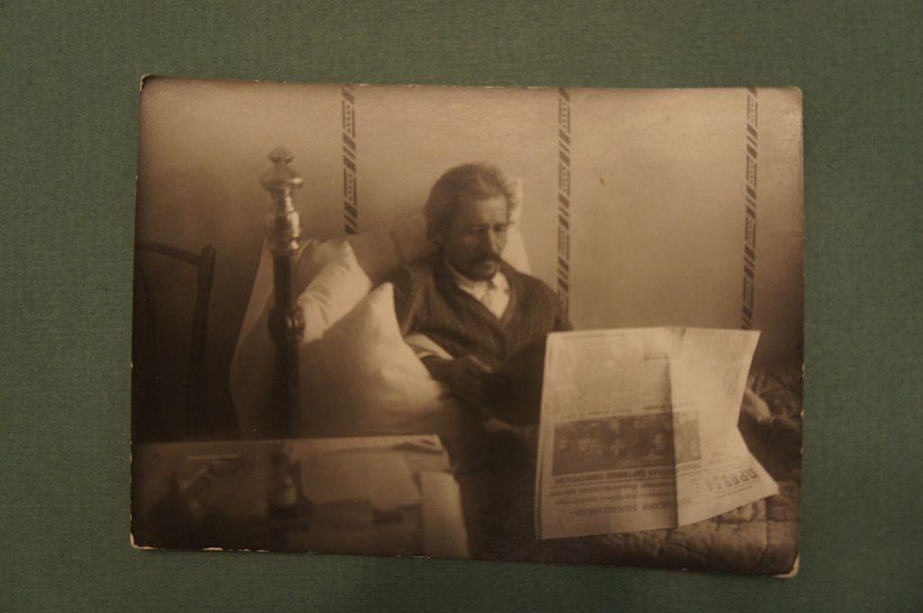 233. Фото Мажита Гафури в последние дни жизни в своем доме, (ныне Мемориальный дом – музей  М.Гафури). Датировано 1934 г.