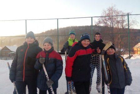 4 января 2018 года музей А.Мубарякова -организовал на катке санатория «Ассы» хоккейный турнир»Папа, мама, я — спортивная семья»