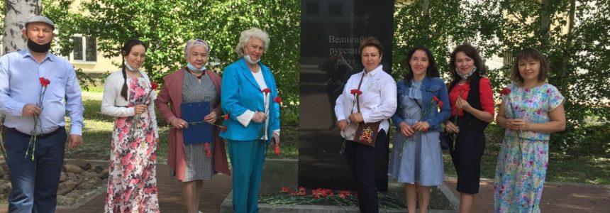 Сотрудники НЛМ РБ почтили память великого русского поэта А.С. Пушкина